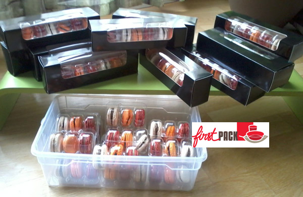 Belle présentation de macarons dans des emballages FirstPack